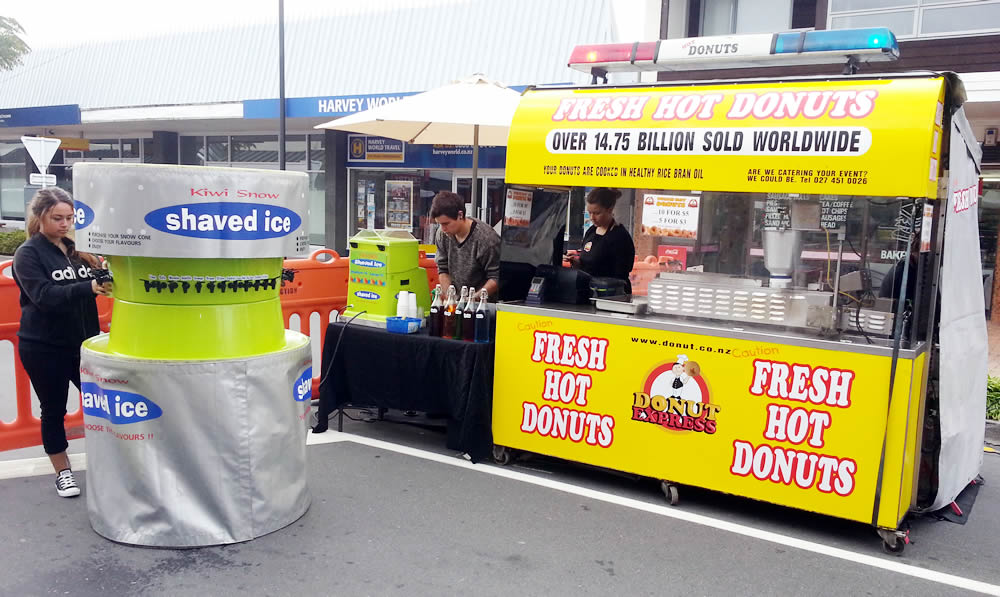 2014-03-22-09 26 44-donut-express-mobile-catering-mini-donuts-shaved-ice